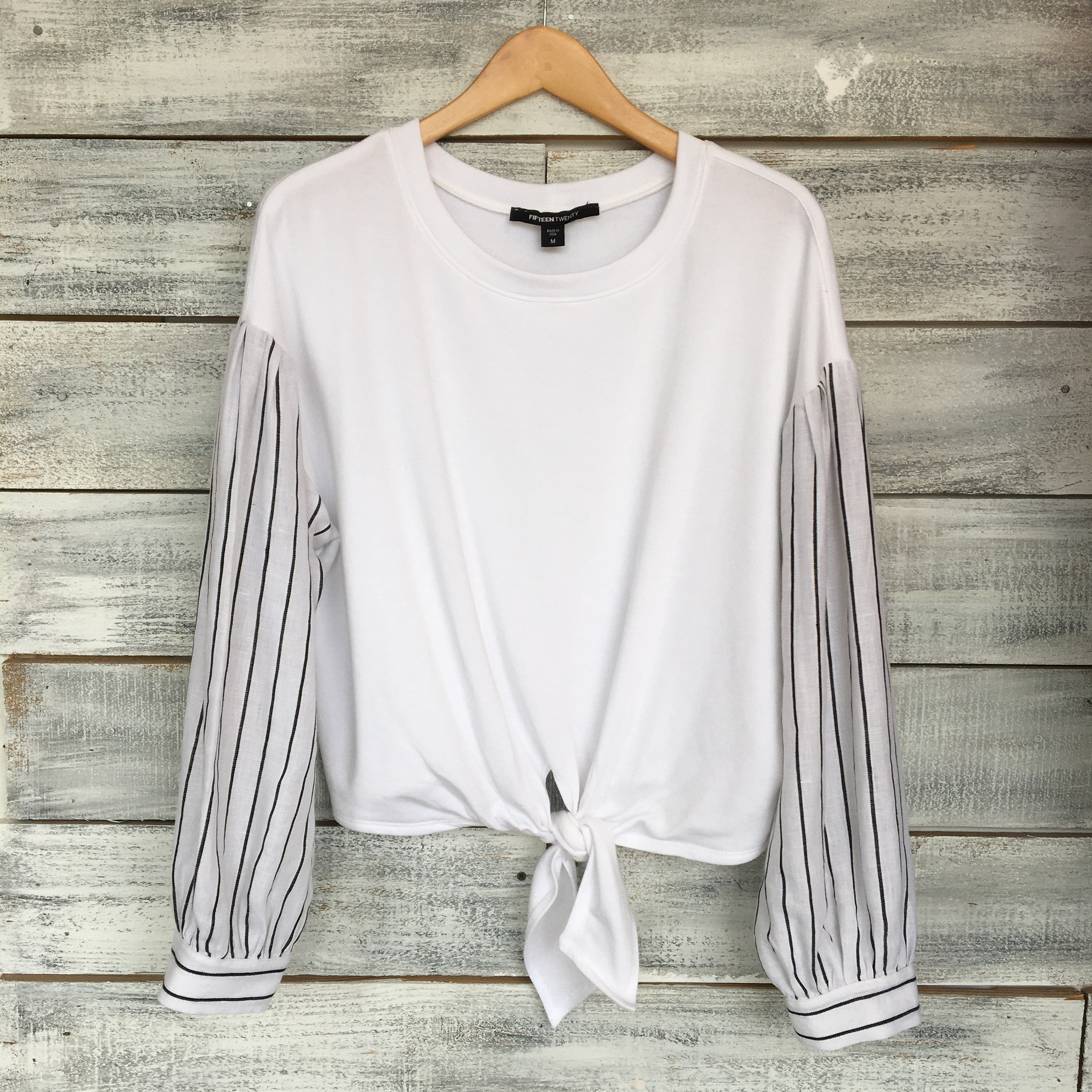 CONTRAST TIE FRONT PULLOVER
