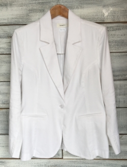 WHITE BLAZER – SHOP THE LOOK