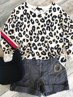 EXPLODED SPOTS SWEATER