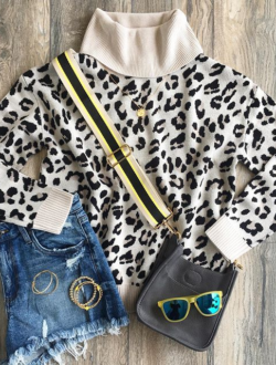 LEOPARD TURTLENECK SWEATER
